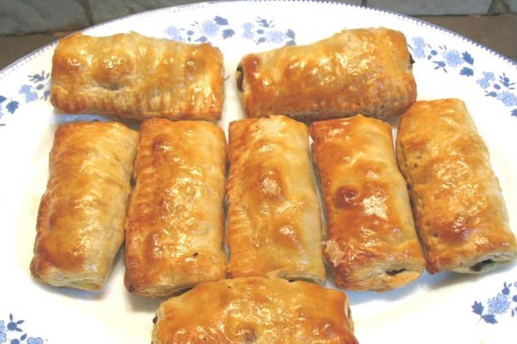 Puff Pastry Filled with Ground Meat called Meat Patties