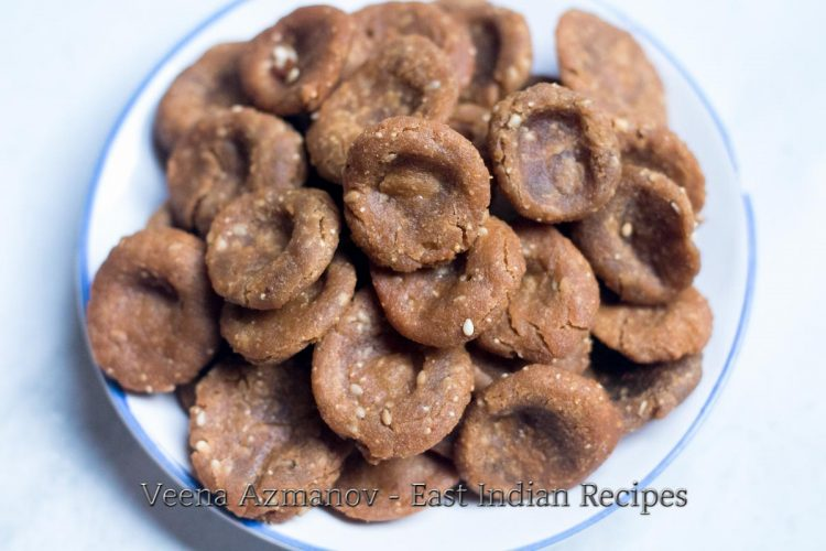 Umbar is made using jaggery, wheat flour and sesame seeds. It is a sweet flat bread fried in oil